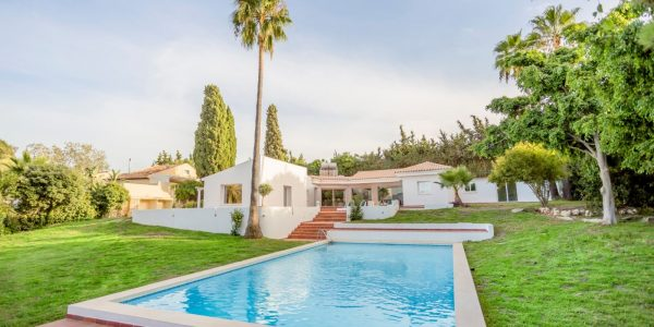 villa-hus-til-salgs-for-sale-estepona-marbella-solkysten-costa-del-sol-new-golden-mile