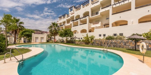 Facade-pool-Duquesa-Golf-Marbella-Costa-del-sol-apartments-for-sale