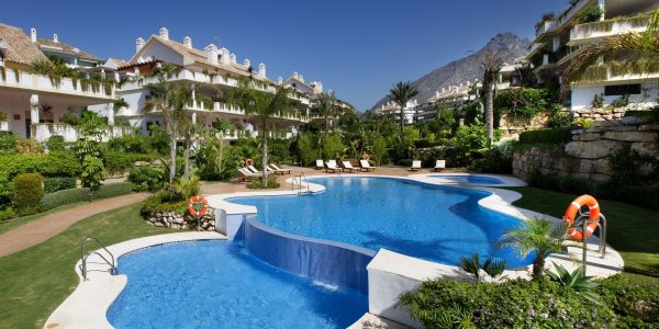 Pool-Golden-Mile-Costa-del-Sol-Marbella-Luxury-Apartments-for-sale-marbella