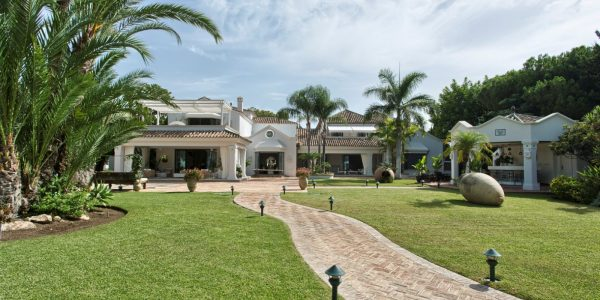 property-villa-spectacular-costa-del-sol-solkyten-eiendom-tilsag-for-sale-amazing-fantastisk-privately-enclosed- breath-taking-views-utsikt-guadalmina-san-pedro-de-alcantara-marbella