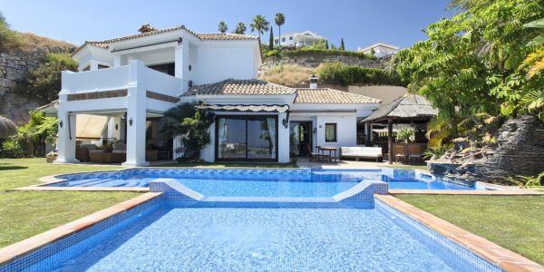 property-villa-spectacular-costa-del-sol-solkyten-eiendom-tilsag-for-sale-amazing-fantastisk-privately-enclosed- breath-taking-views-utsikt-benahavis-puerto-del-almendro