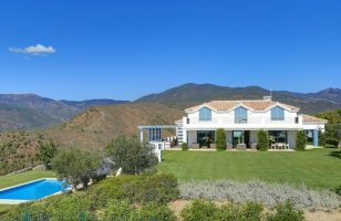 villa-costa-del-sol-golf-marbella-solkysten-luxury-luksus-sun-panoramic-view-panorama-utsikt-beautifull-vakker