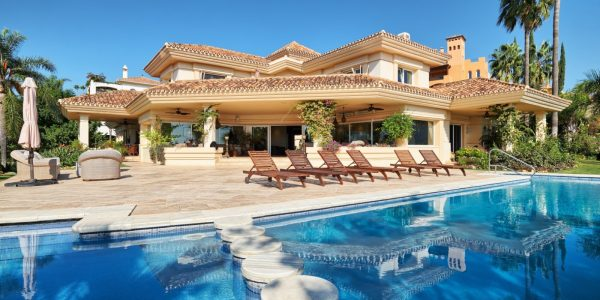 property-villa-spectacular-costa-del-sol-solkyten-eiendom-tilsag-for-sale-amazing-fantastisk-privately-enclosed- breath-taking-views-utsikt-guadalmina-nueva-andalucia-marbella