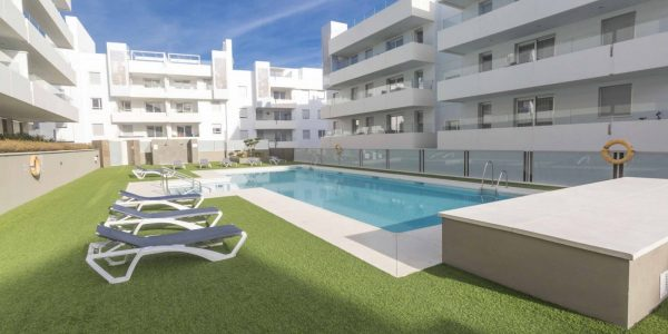 ground-floor-apartment-for-sale-costa-del-sol-pool-view-san-pedro-de-alcantara-marbella-til-salg-solkyten-high-standard-quality-near-beach-nueva