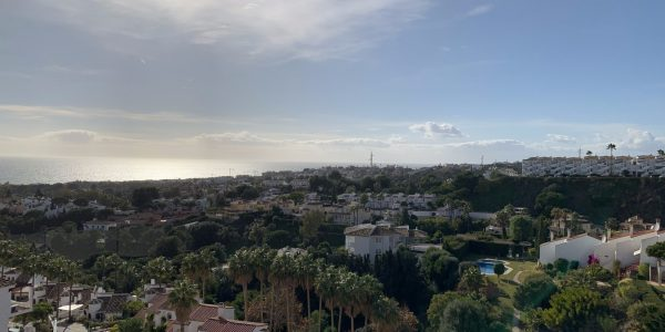 for-sale-costa-del-sol-apartment-top-floor-sea-views-close-to-golf-calahonda-marbella-bargain-to-refurbish