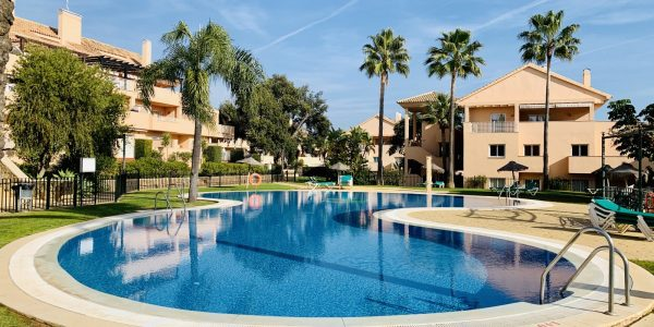 elviria-for-sale-costa-del-sol-apartment-golf-marbella-close-to-sea-south-facing-penthouse-duplex-til-salg-solkyten-holidays