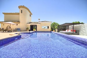 for-sale-costa-del-sol-resale-estepona-villa-sea-views-panoramic-classic-style