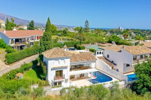villa-for-sale-paraiso-altos-de-paraiso-new-golden-mila-benahavis-views-golf-space-pool-Estepona